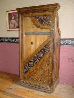 The Wurlitzer Automatic Harp chat Charles Bovey aquired with the Wurlitzer DX from the File Mile Inn in 1959